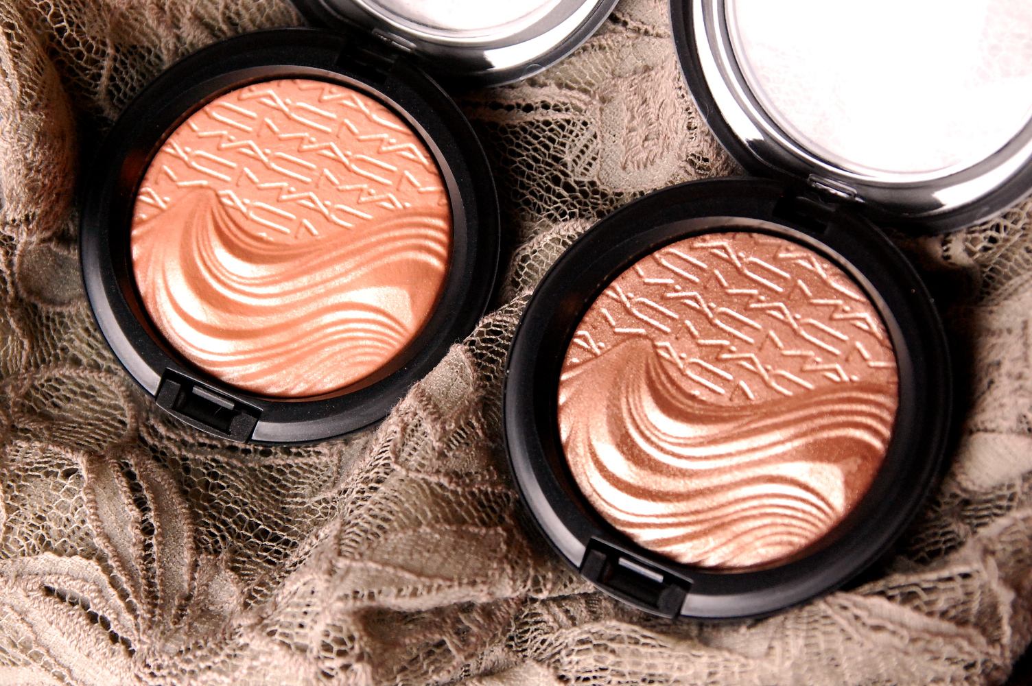 MAC Magnetic Nudes Fairly Precious Superb Extra Dimension Skinfinish