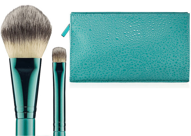 MAC Alluring Aquatics 127 and 233 brush and makeupbag