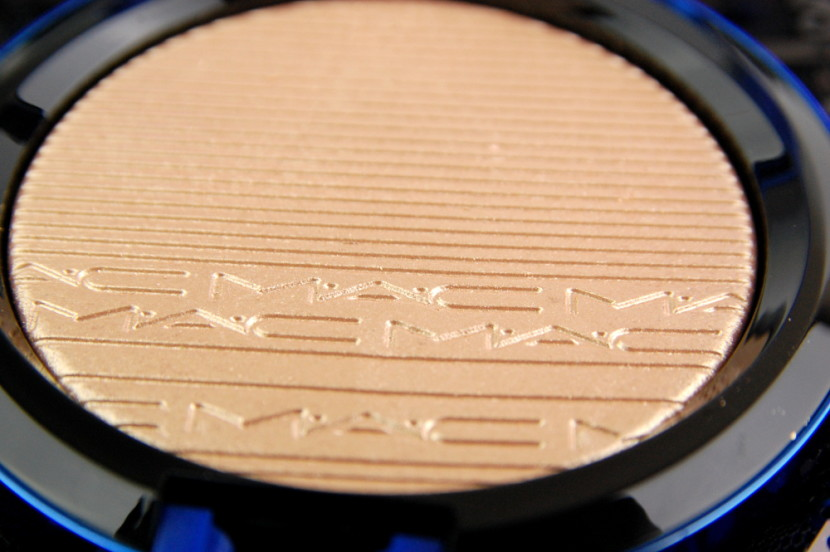 MAC Cosmetics Magic of the Night Oh Darling In Extra Dimension Skinfinish review 5