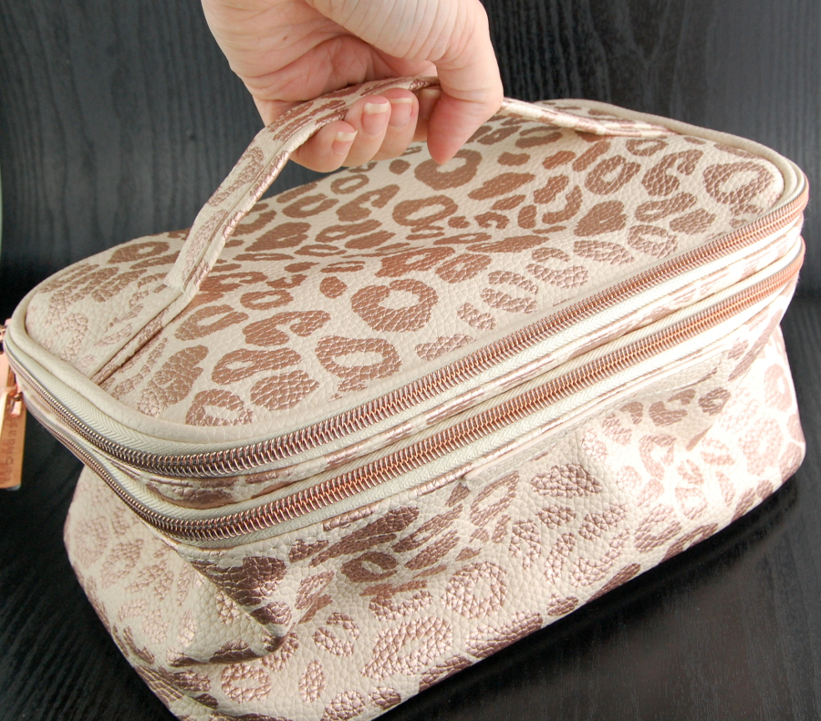 Sephora Rose Gold Be Spotted The Vacationer makeup bag 5