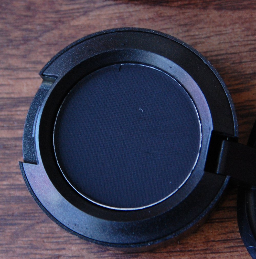 MAC Cosmetics Its a Strike Collection review Carbon Eyeshadow