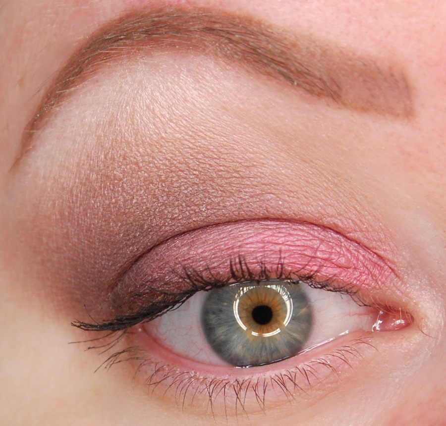 Too Faced Totally Cute Eyeshadow Palette Lucky Girl Look 1