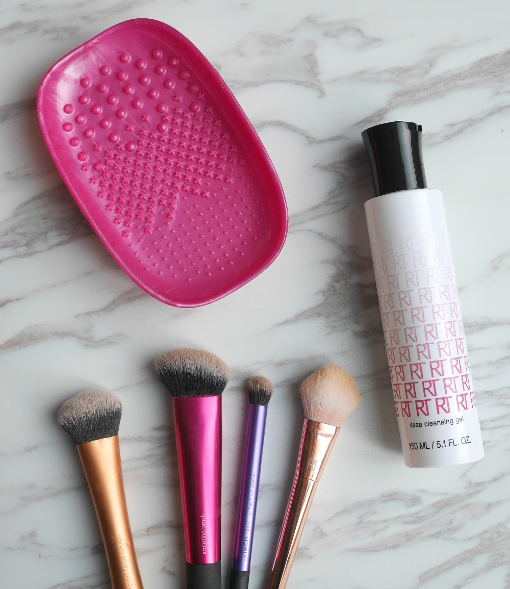 Real Techniques Deep Cleansing Gel Cleanser Mitt Wash your makep brushes
