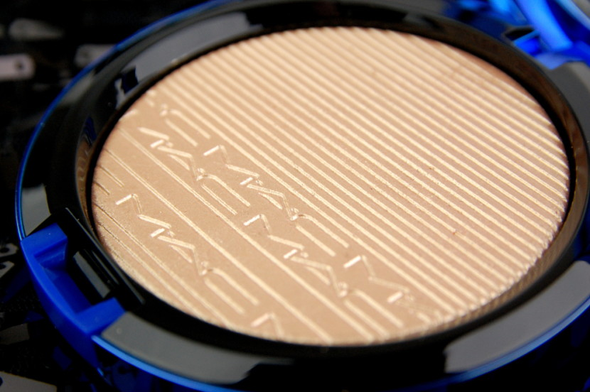 MAC Cosmetics Magic of the Night Oh Darling In Extra Dimension Skinfinish review 6