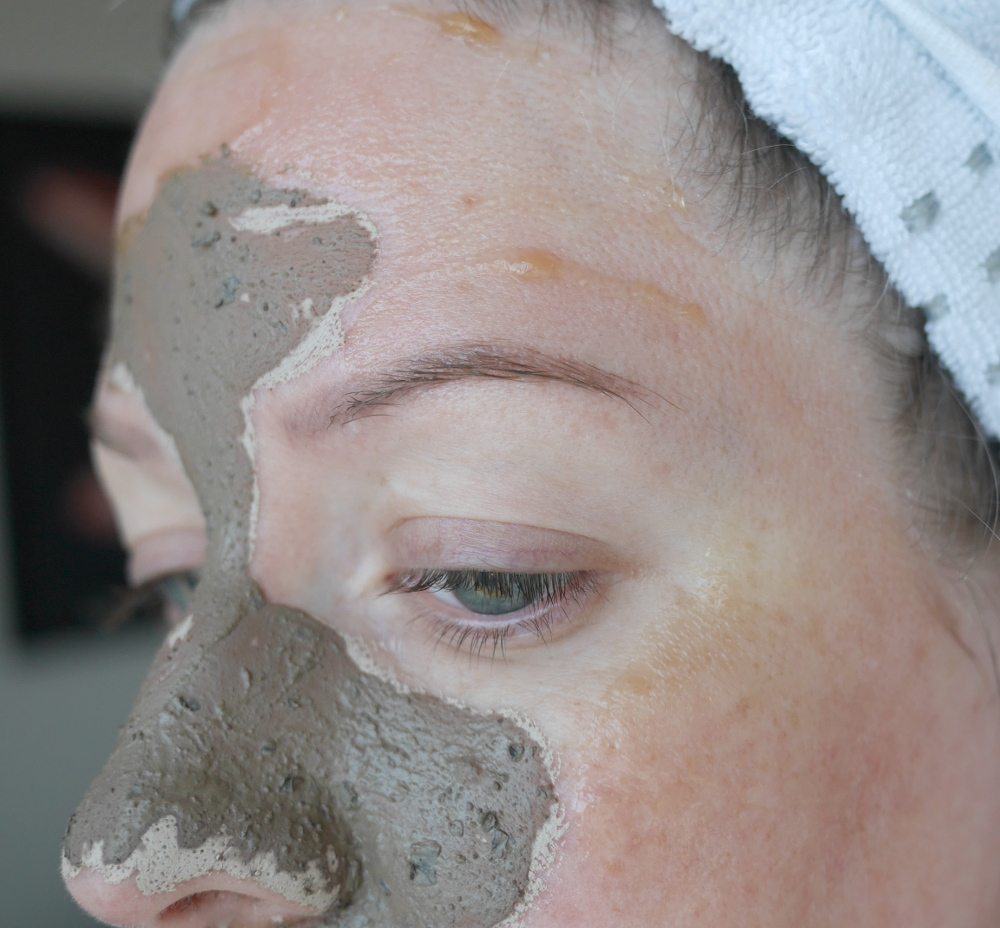 The Body Shop Himalayan Charcoal Purifying Glow Mask British Rose Plumping Face Mask review