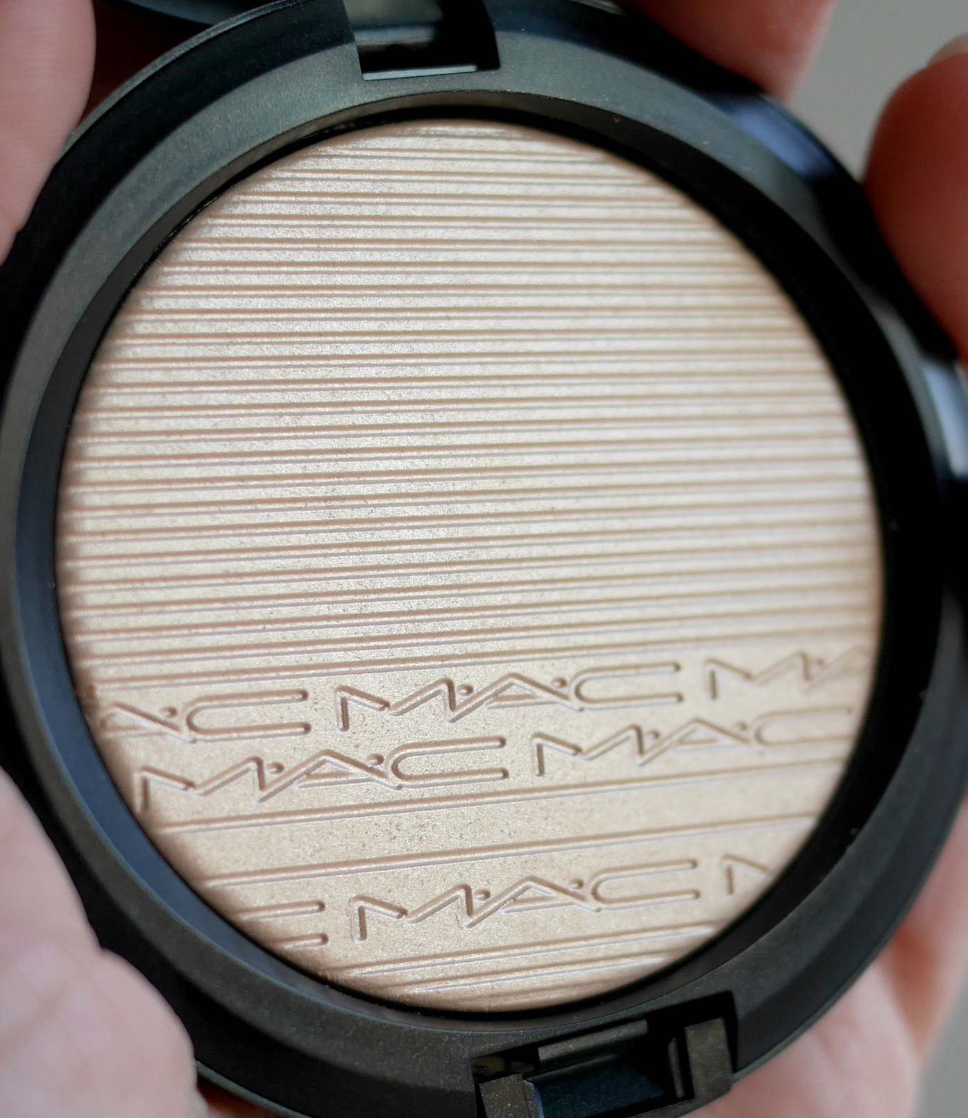 MAC Cosmetics Extra Dimension Skinfinish Doublegleam review 2