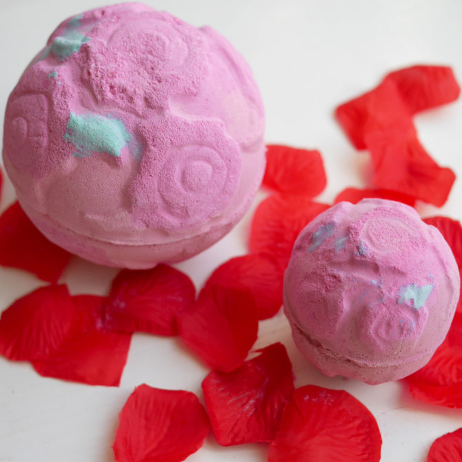 LUSH Cosmetics Giant Rose Bombshell bath bomb